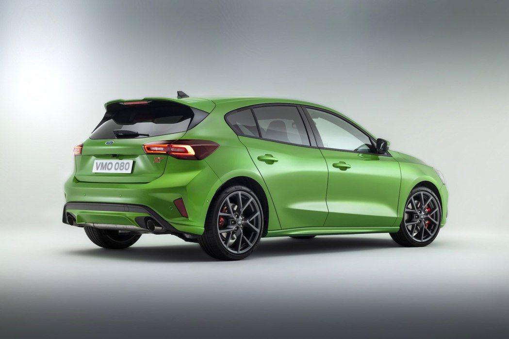 歐洲Ford發表小改款Focus車系,包括Focus、Focus ST及Focu...
