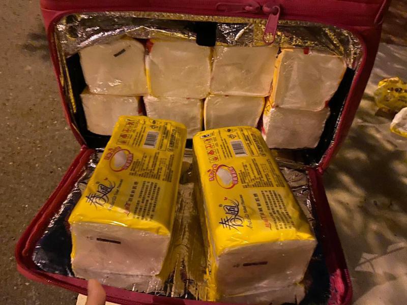 外送員抱怨晚上送貨72包衛生紙疑似被整,校方澄清「應是誤會」。 圖/翻攝自外送員的奇聞怪事