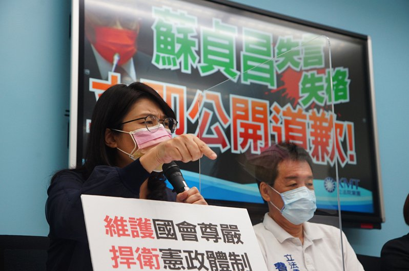 蘇貞昌的「叛徒說」也讓政壇炸鍋,鄭麗文(左)以前和民進黨的恩怨情仇被翻出來討論。中央社