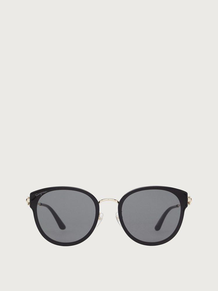 黑色方框太陽眼鏡,13,800元。圖/Salvatore Ferragamo提供