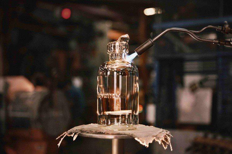 路易威登限量版一公升裝極致香水的瓶身以Baccarat水晶製作。圖/LV提供