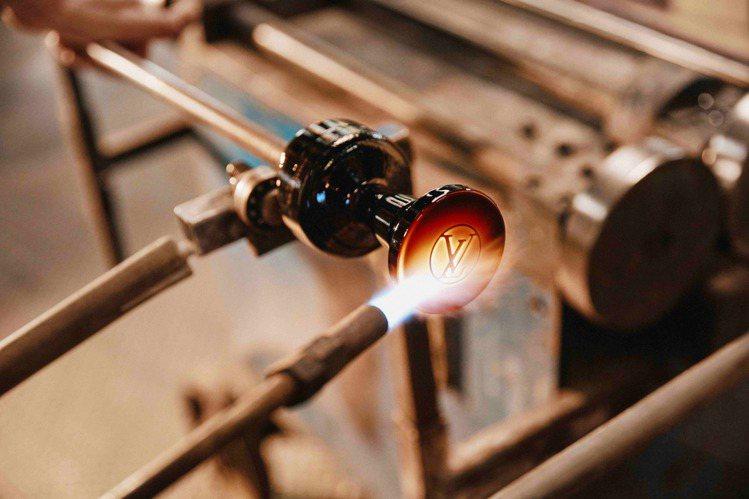 路易威登限量版一公升裝極致香水的瓶身為手工打造。圖/LV提供