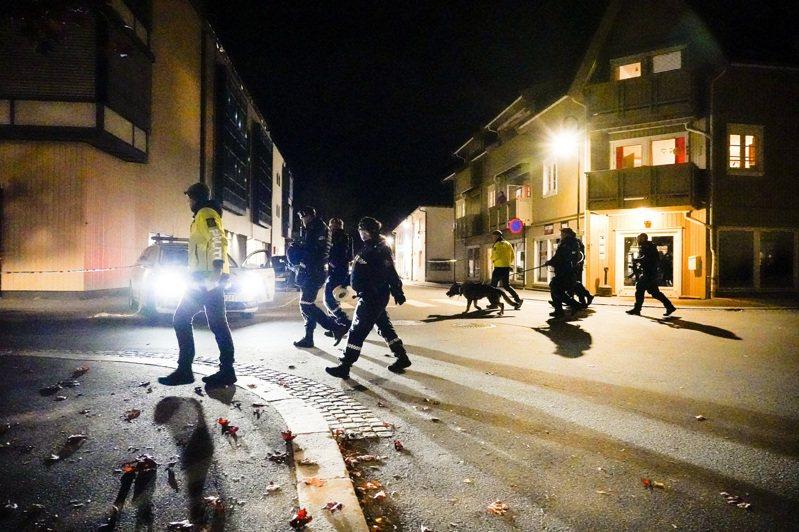 位於挪威首都奧斯陸西南方的孔斯伯格鎮(Kongsberg)在當地時間13日發生隨機殺人案,一名男子手持弓箭在孔斯伯格鎮進行隨機攻擊,造成5人死亡、2人受傷。美聯社