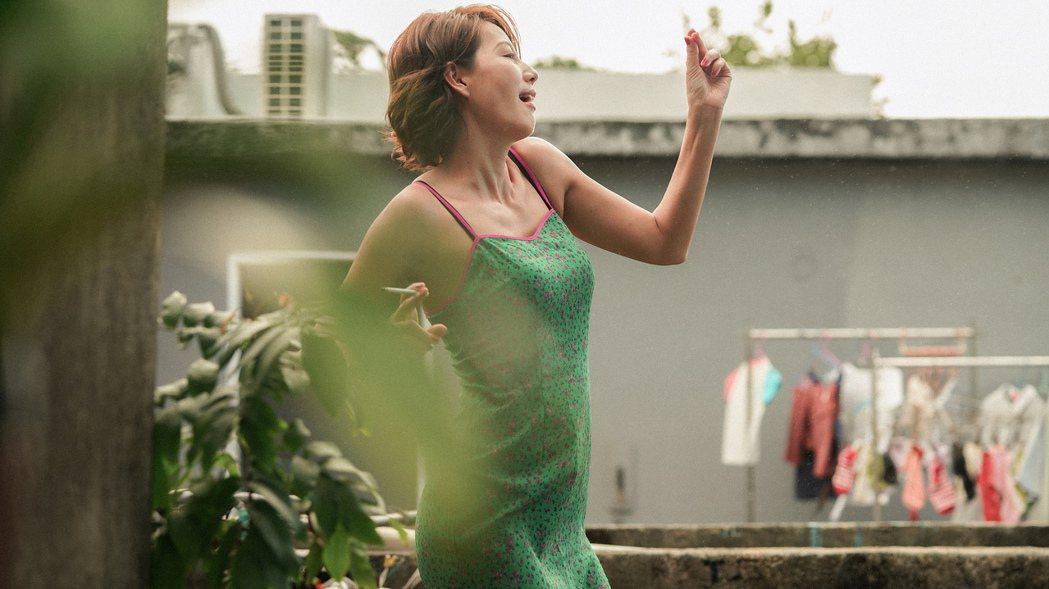 丁寧在「青春弒戀」飾演成熟的色情按摩女郎。圖/電影「青春弒戀」提供