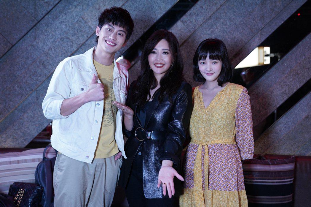 天后A-LIN(中)歌聲迷倒粉絲范少勳(左)、王淨,受邀演唱會當嘉賓。圖/Net