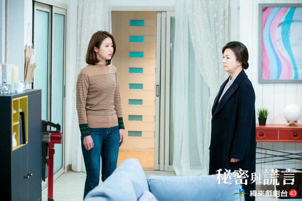 金慧渲(右)在「秘密與謊言」中飾演女主角徐海元的母親。圖/緯來戲劇台提供