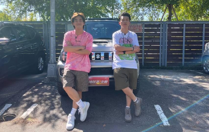 柯有倫(左)日前上張立東主持的TVBS「地球黃金線 網路版」節目「讓我搭便車」單