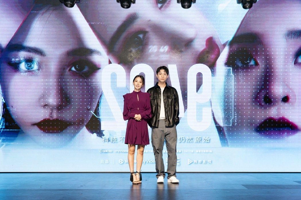 李亦捷(左)和呂晉宇出席「2049」首映記者會。圖/瀚草影視提供