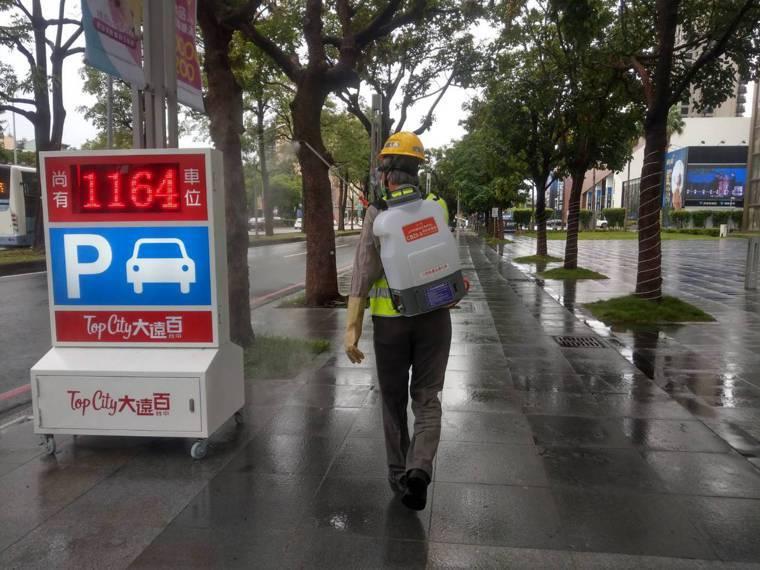 台中市環保局針對確診個案16423台中50歲女子,曾於10月11日前往西屯區台中...