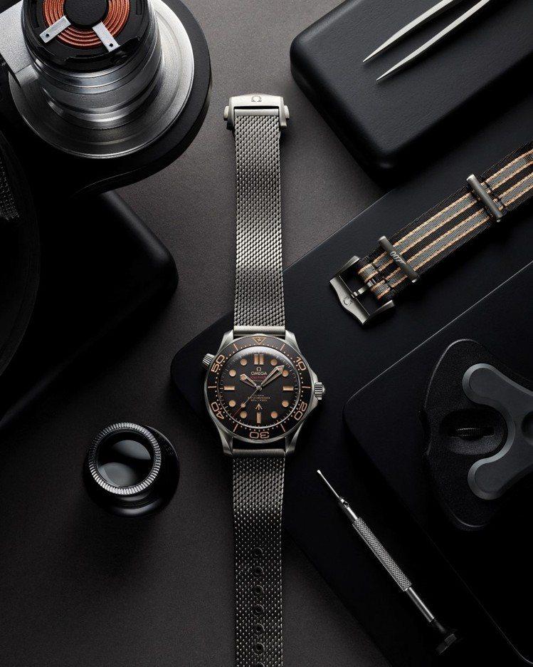海馬潛水300米腕表在電影中成為「龐德」隨身的高科技道具,更在關鍵時刻發揮妙用。...