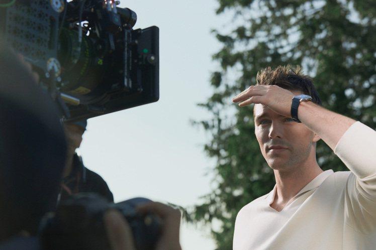品牌近日推出「The Turning Point」影片,並邀請到品牌好友、英國演...