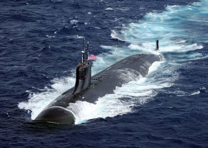 美國核動力潛艦康乃狄克號10月2日在南海撞上了「不明物體」,圖為「康乃狄克號」在海上航行。圖/取自seaforces.org網站