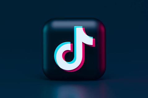 社群媒體TikTok上常有用戶發起挑戰,這些挑戰在青少年中引發模仿效應。 圖/u...