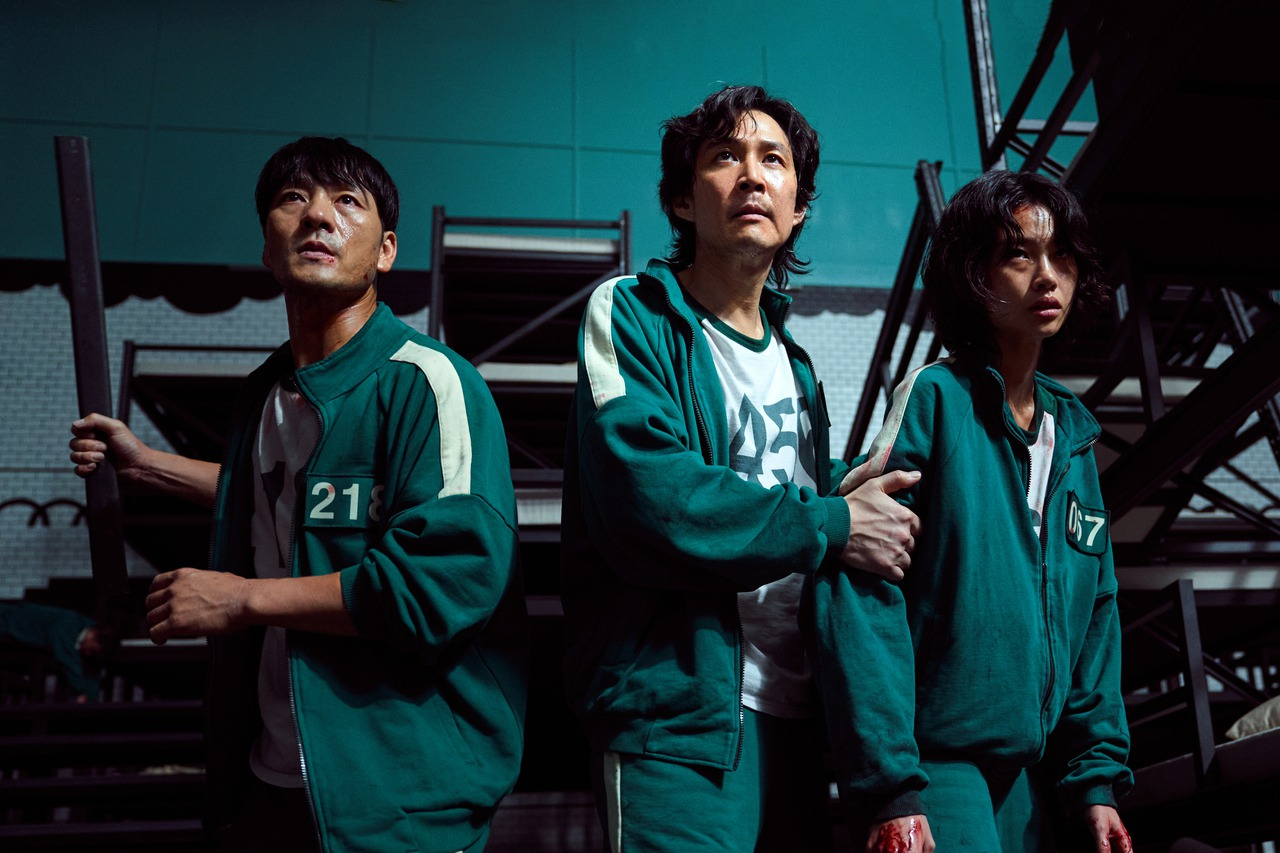 「一二三木頭人」從這樣簡單的孩童遊戲開始,「魷魚遊戲」的人性戰爭就此展開,9月17日Netflix上架韓劇「魷魚遊戲」,短短10天就已經成功登上90個國家的冠軍,不到一個月的時間,10月12日「魷魚...