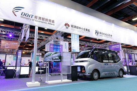MIT自駕電動小型巴士WinBus!首次於台北TIE展亮相