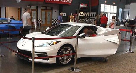 他的時間很寶貴!Chevrolet 提前讓95歲二戰老兵的Corvette交車