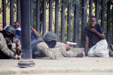 海地周末再度傳出重大國際犯罪事件,跨國慈善救援團體「基督教救援部」17人遭到海地...