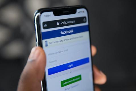 臉書公司的全球安全負責人表示,臉書將把維權人士與記者列為「非自願」公眾人物,以加...