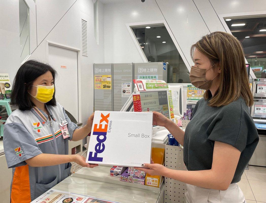 聯邦快遞說,攜手7-ELEVEN廣大的零售網絡,聯邦快遞讓電子零售商比以往更容易...