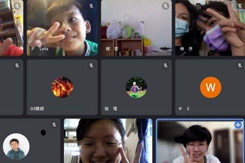 用視訊軟體進行線上陪伴學習的書屋孩子與課程老師。  圖/孩子的書屋提供