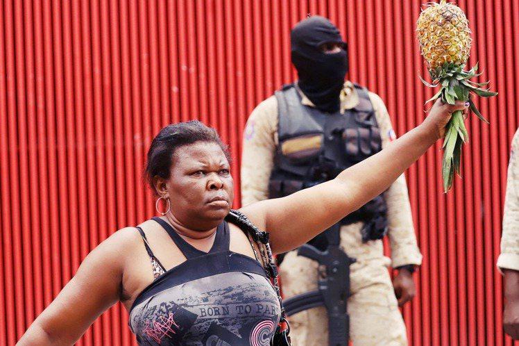 海地首都太子港的黑幫武裝綁架案,19日犯案兇手終於對外開出條件,要求相關單位為這...