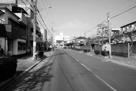 日本道路的散步學入門:關於空襲、居民與城市的共同生存之道