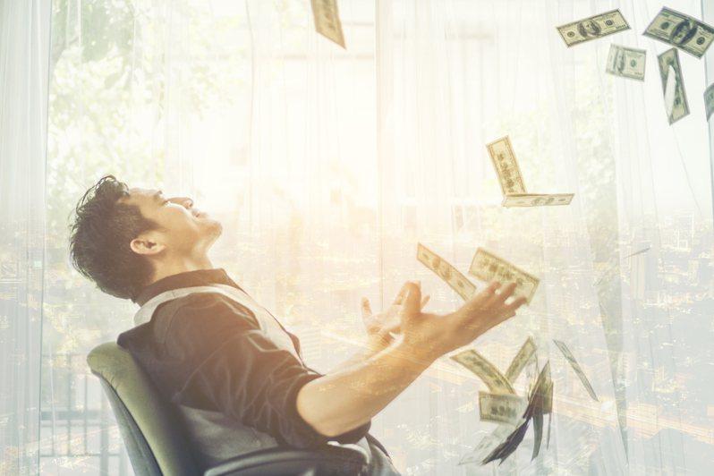 5分钟就有一天薪水!男上班买比特币赚翻 离职后竟入帐百万美金