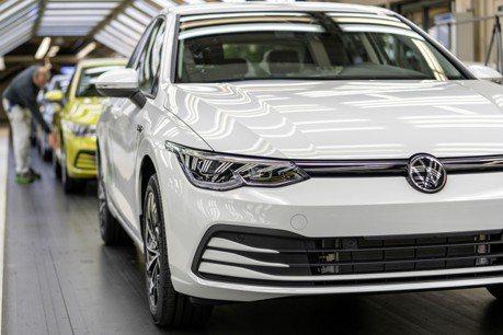 晶片荒讓產量打回63年前! Volkswagen狼堡工廠今年產能直直落