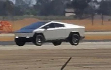影/原型車裝上後視鏡! Tesla Cybertruck快要量產了嗎?