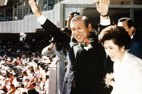 「南韓民主先生,還是接班獨裁的血腥紳士?」南韓民主化後的首任民選總統盧泰愚,於2...