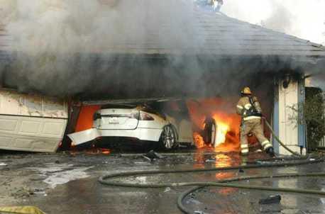 電動車失火難撲滅 全新包覆材質有望解決問題