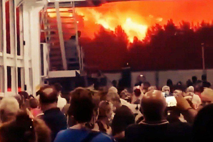 圖為今年2021年8月的希臘大火。聯合國環境署(UNEP)周二卻公布了一份重大焦...