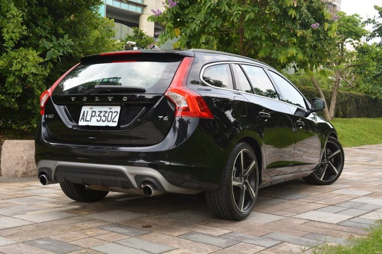 Volvo V60 D4旗艦版