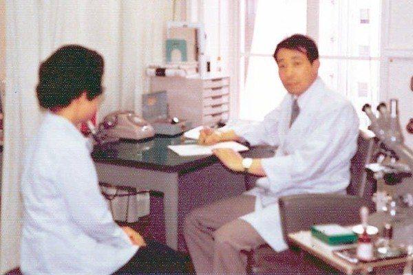 1979年余幸司(右)在東京大學醫學院攻讀博士期間。 圖/余幸司提供