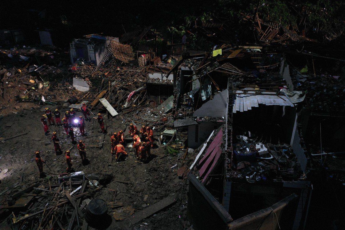 利奇馬颱風重創浙江省,圖為救難隊進行搜救工作。歐新社