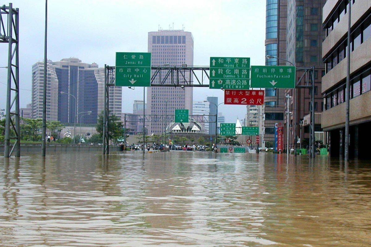 納莉颱風造成台北市多處嚴重淹水,宛如一片汪洋。聯合報系資料照/記者陳炳坤攝影
