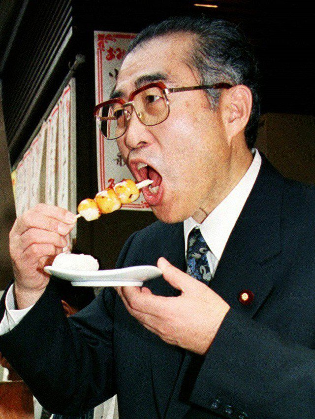 日本首相外流的死前照:小淵惠三猝逝案,相片中的密室謊言