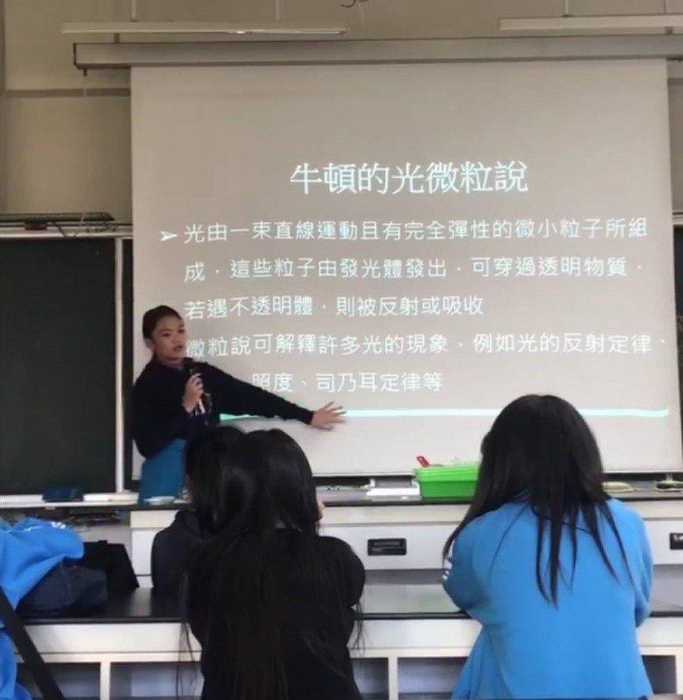林雨彤參加自然科學研究社,曾上台教同學們一堂60分鐘的地科課。圖/林雨彤提供