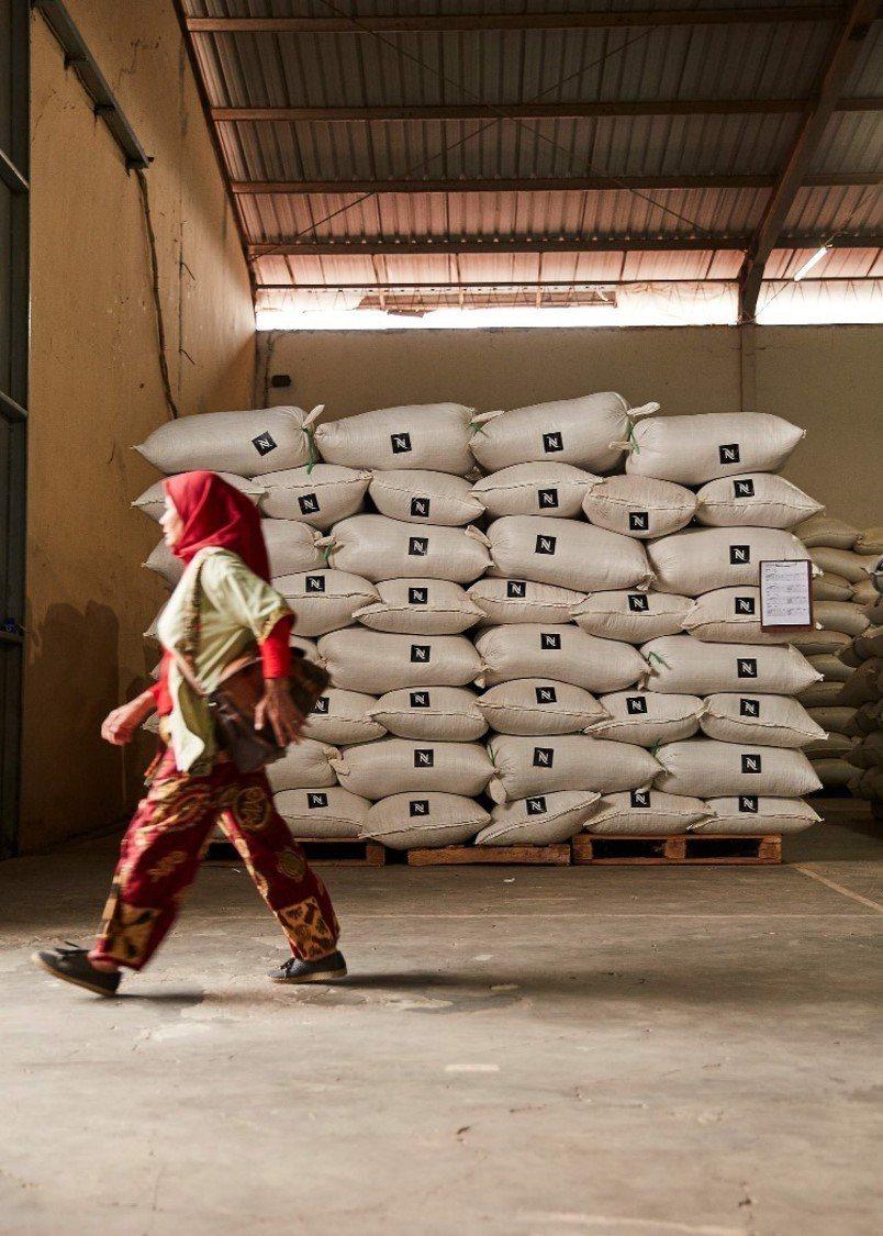 一袋袋靜置的咖啡豆,正等待時間醞釀著美好。圖 / Nespresso提供
