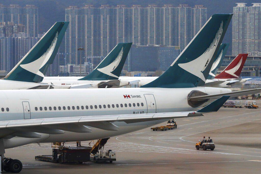 國泰航空撐不住,10月中宣布裁掉8500個職位,港龍航空停止營運。圖/美聯社