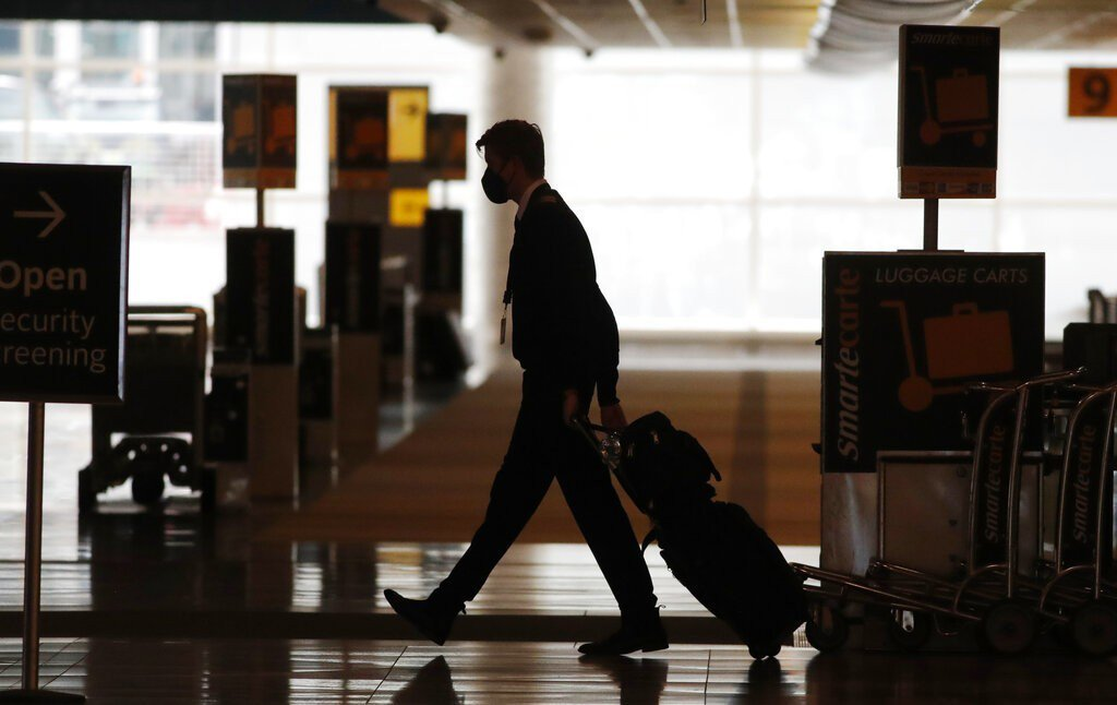 全球約有40萬航空員工面臨被炒。美聯社