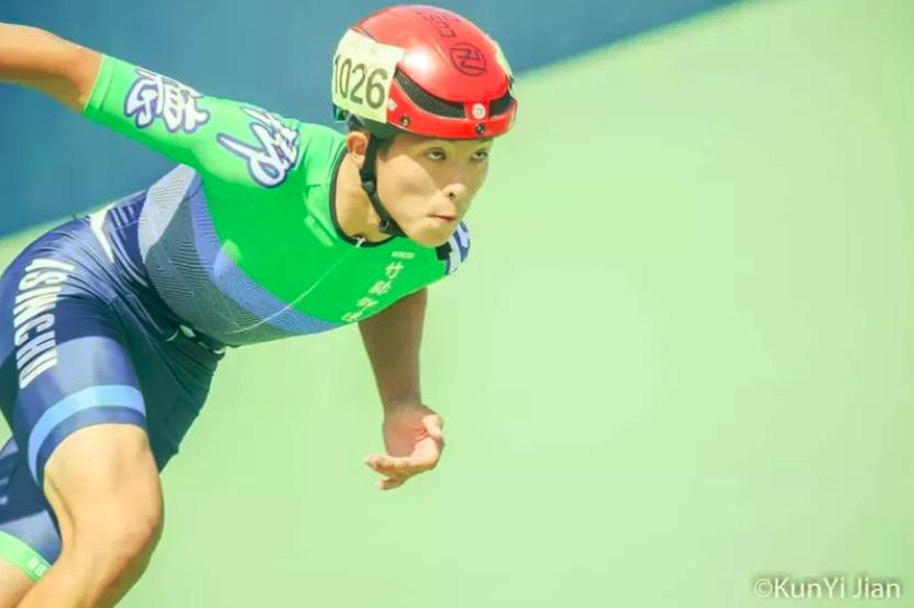 高一的曾嘉成在2020全中運奪高男組10000公尺淘汰賽金牌。圖/新竹縣政府提供