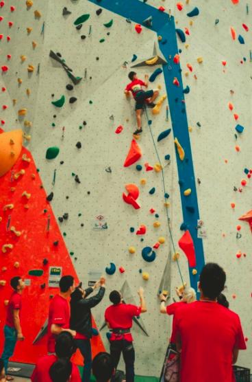 2021衝鋒盃青少年推廣賽於Dapro室內攀岩場館登場。圖/台中市運動局提供