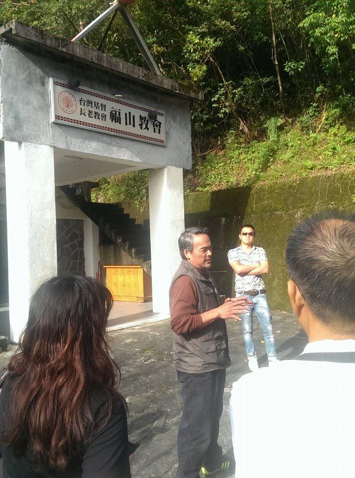 「flyingV」時期協助林慶台(中)完成的烏來福山教會募資案。圖/林大涵提供