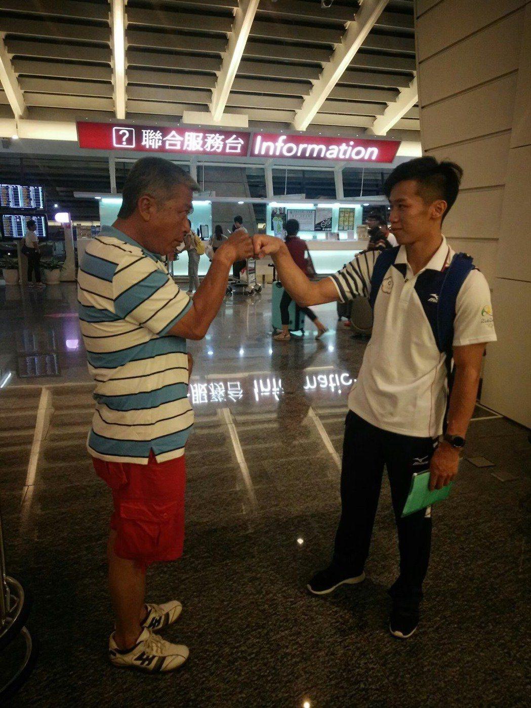 李智凱(右)與父親感情深厚。照片提供/李智凱