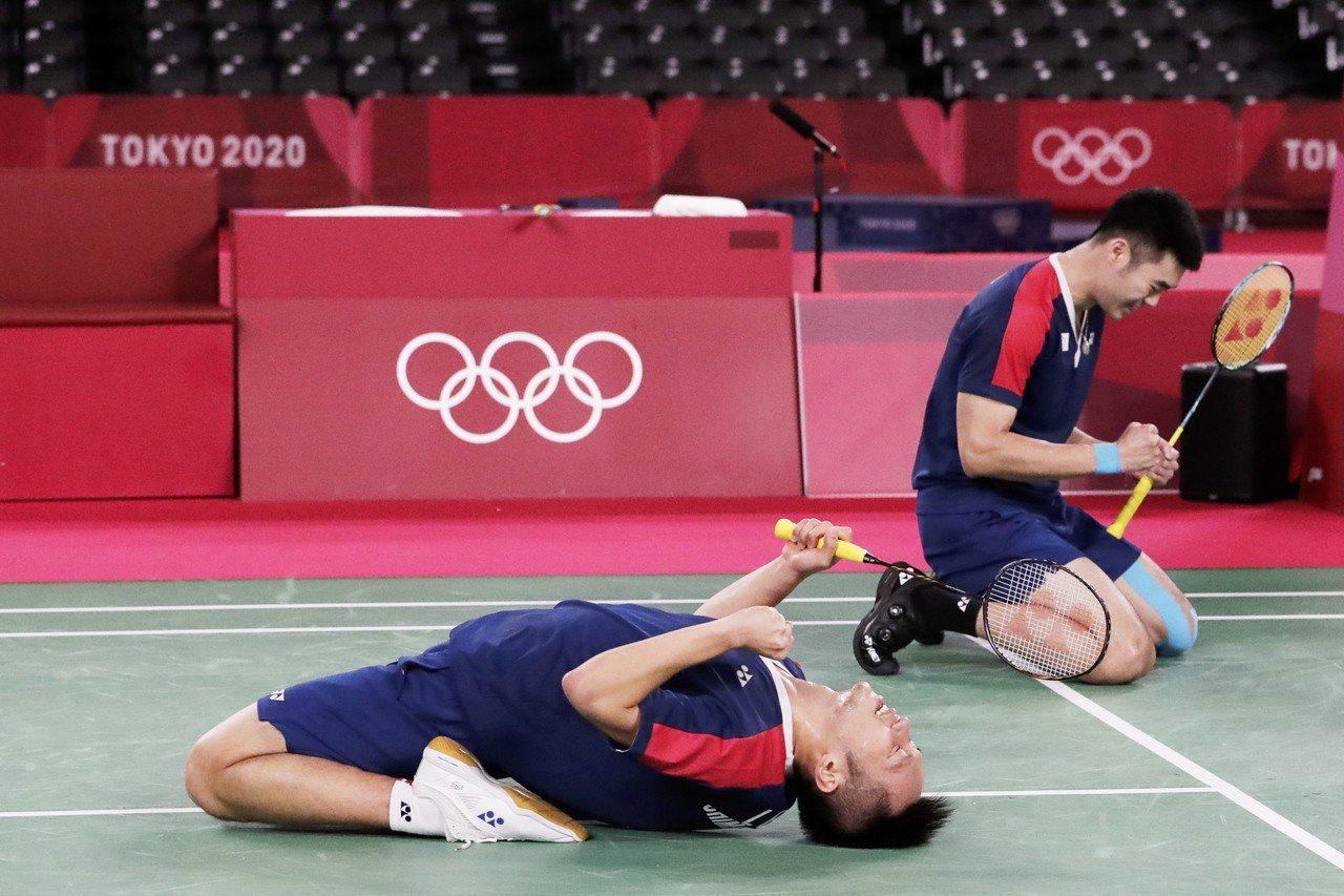 李洋/王齊麟奪下奧運金牌,鼓舞全民。新華社