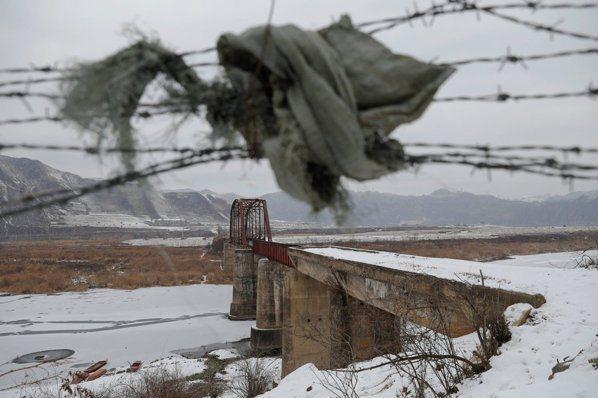 影/北韓中國邊防鬆散 鴨綠江畔有人淘金