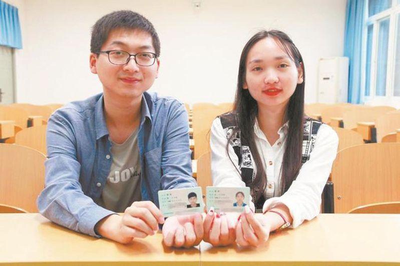 男生李歡(左)與女生李歡。(取材自楚天都市報)