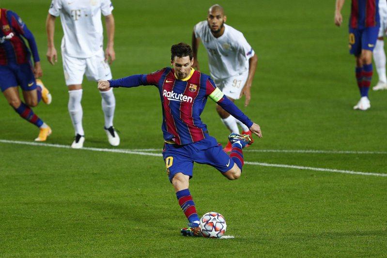 梅西踢進巴薩首球。(美聯社)