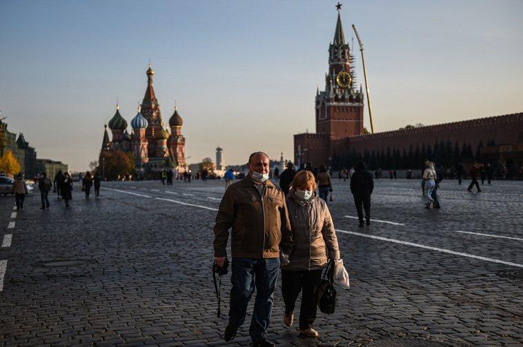 俄羅斯媒體報導,全國已超過220萬人注射疫苗,但官方統計數據顯示,累計確診今天突...